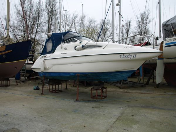 Sealine S24 Sports Cruiser. Length: 24 feet. Model Year: 2000. Price: £25995