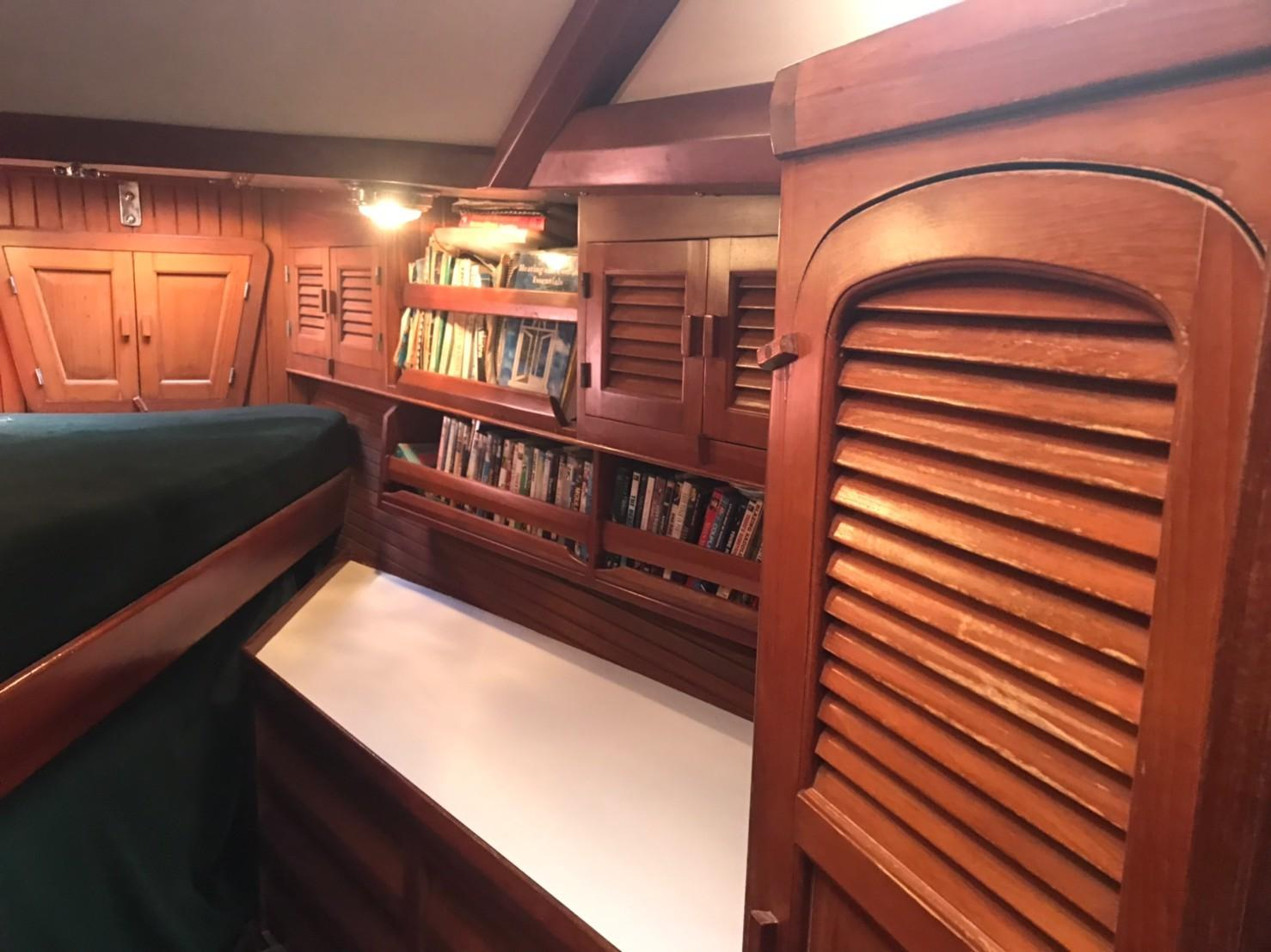 Bow guest cabin