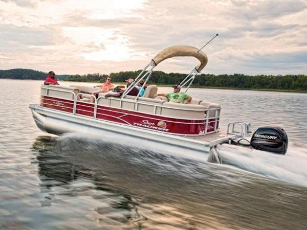 2019 Sun Tracker boat for sale, model of the boat is PARTY BARGE® 22 XP3 & Image # 1 of 1