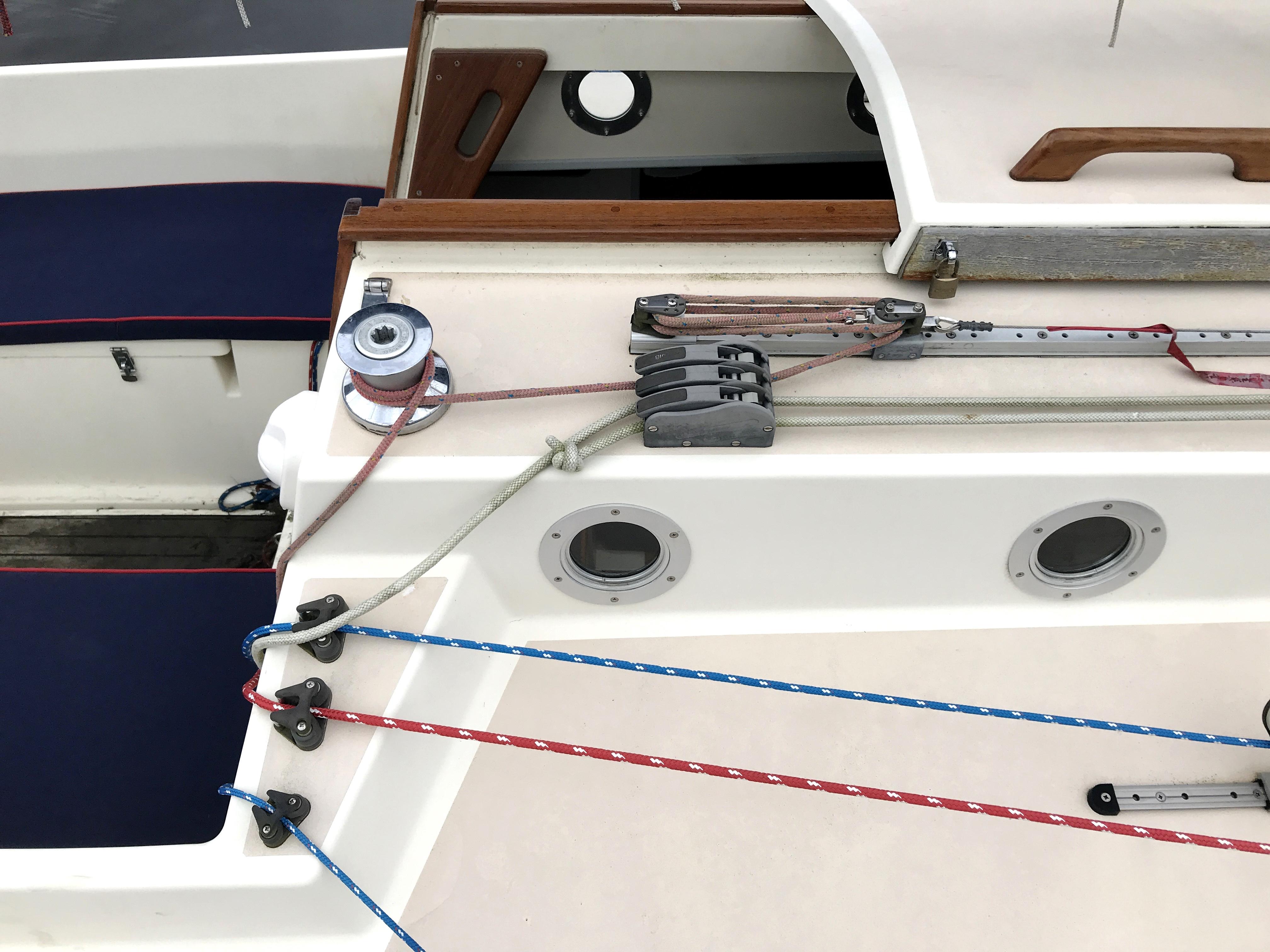 Cornish Crabbers Crabber 22 - amidship deck lines