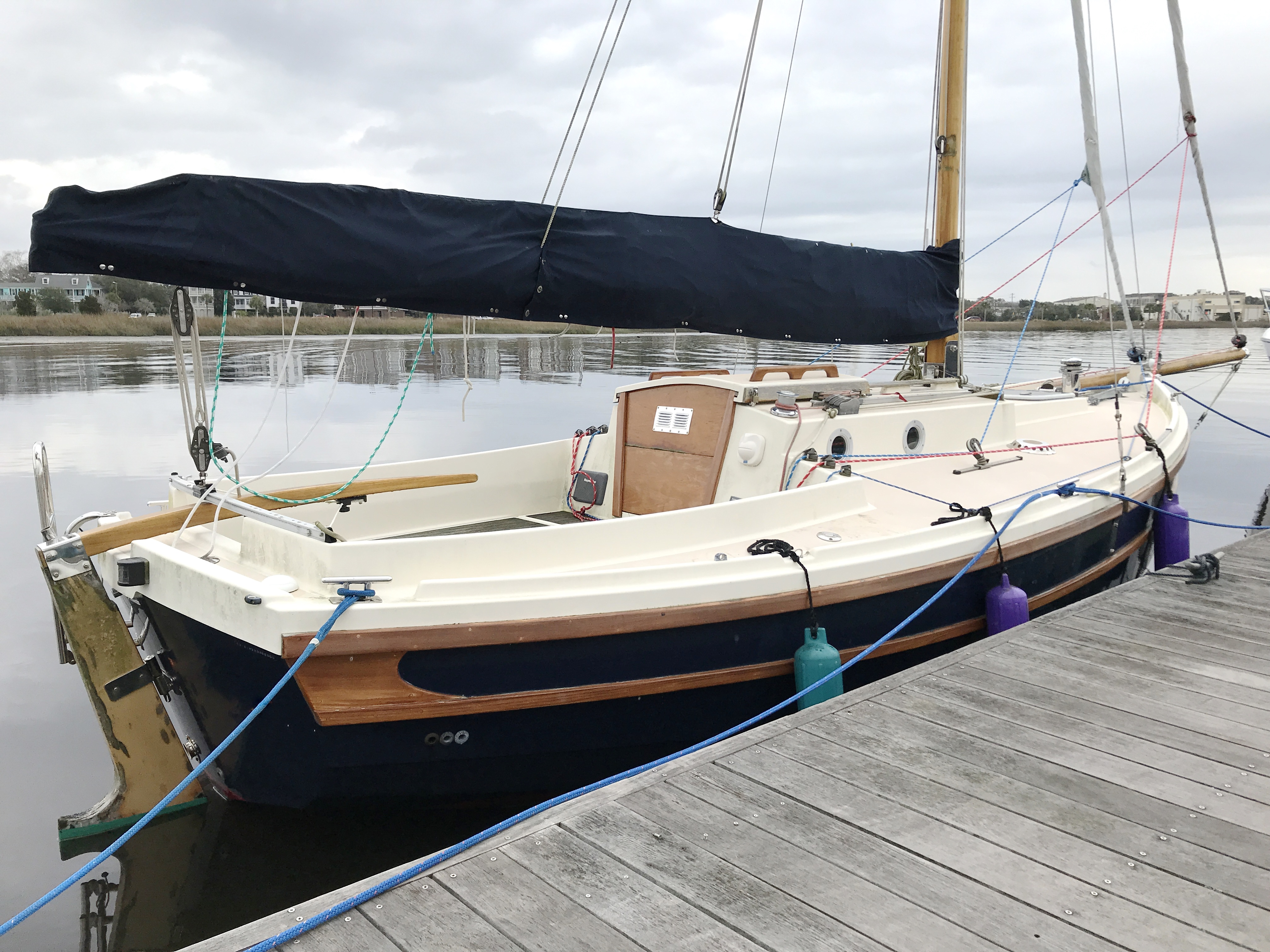 Cornish Crabbers Crabber 22 - Cornish Crabber 22 Gaf rigged cutter starboard