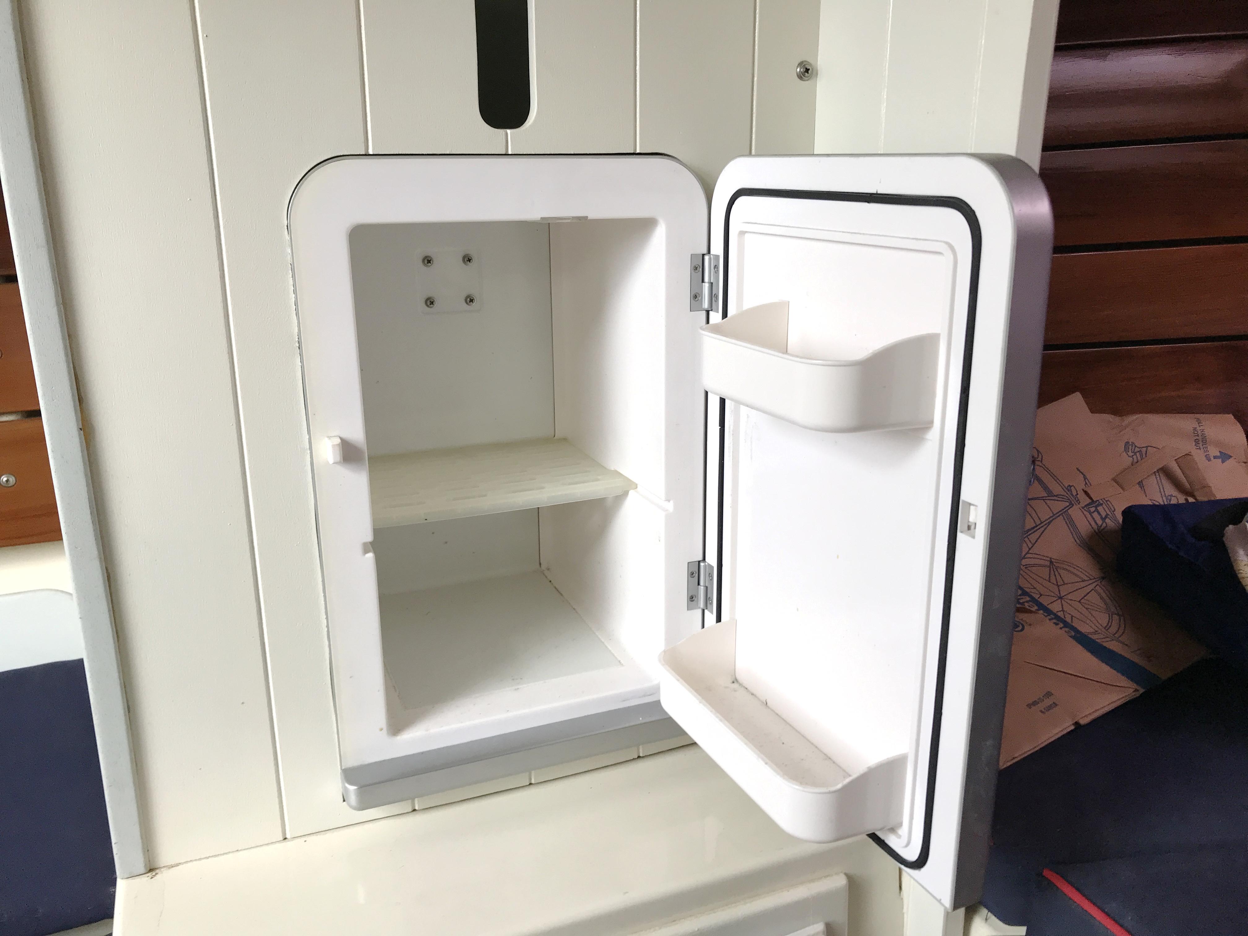 Cornish Crabbers Crabber 22 - refrigerator