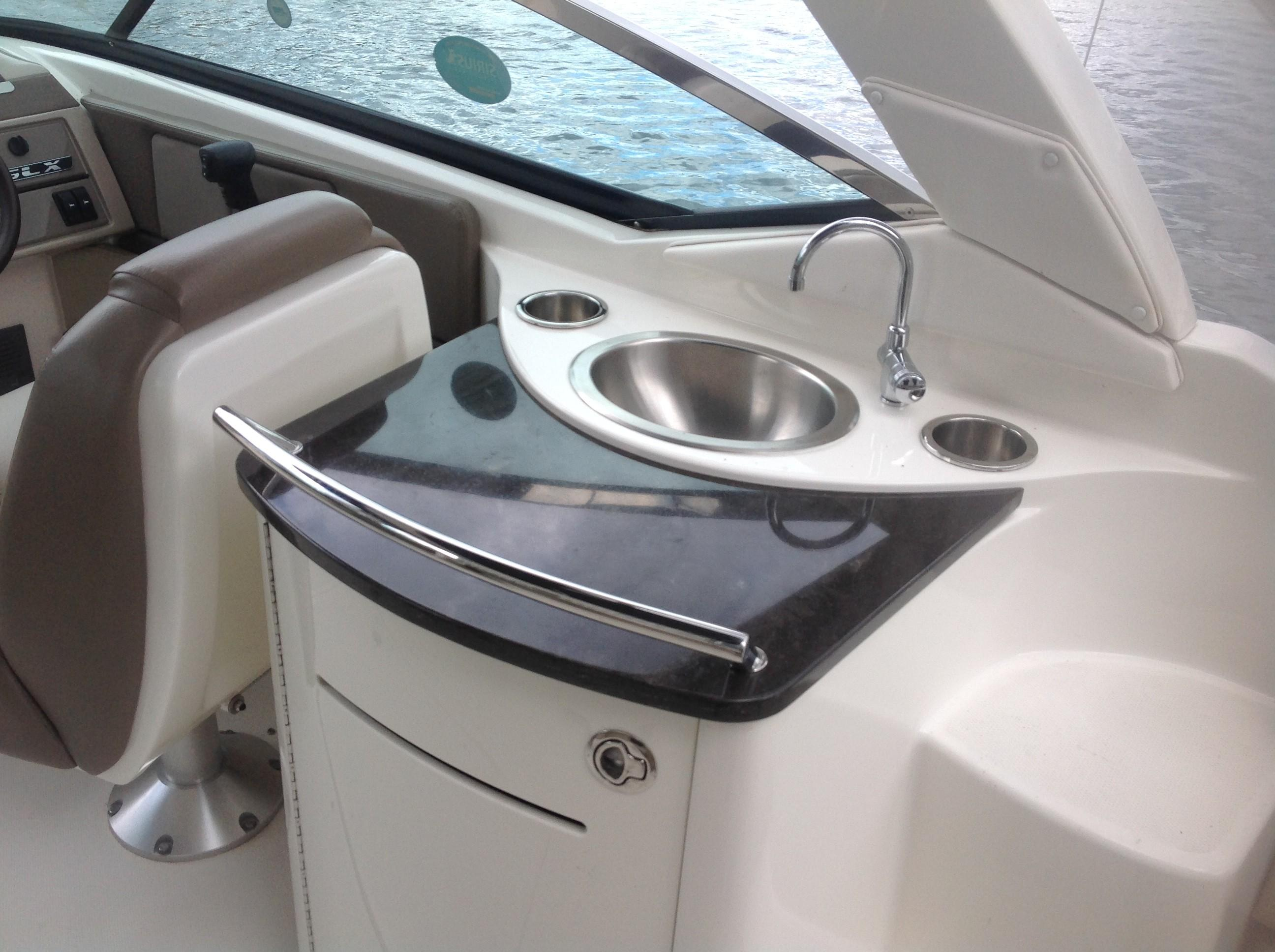 2011 Sea Ray boat for sale, model of the boat is 270 SLX & Image # 4 of 13