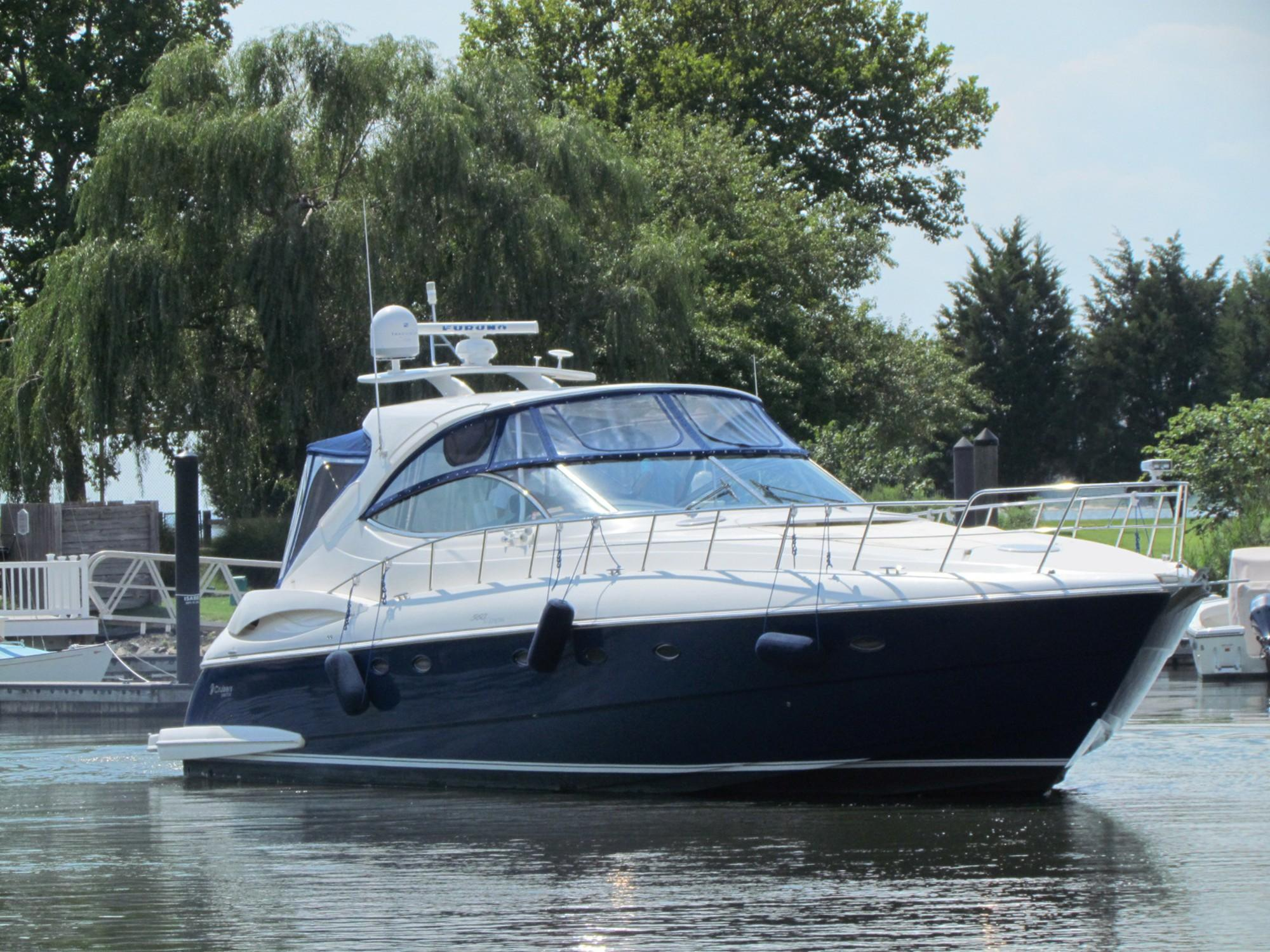 56 ft Cruisers Yachts 560 Express