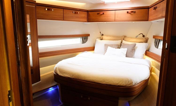 Rhea Marine 34 Trawler - forward cabin