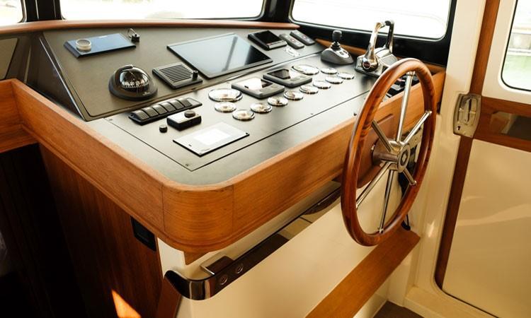 Rhea Marine 34 Trawler - helm