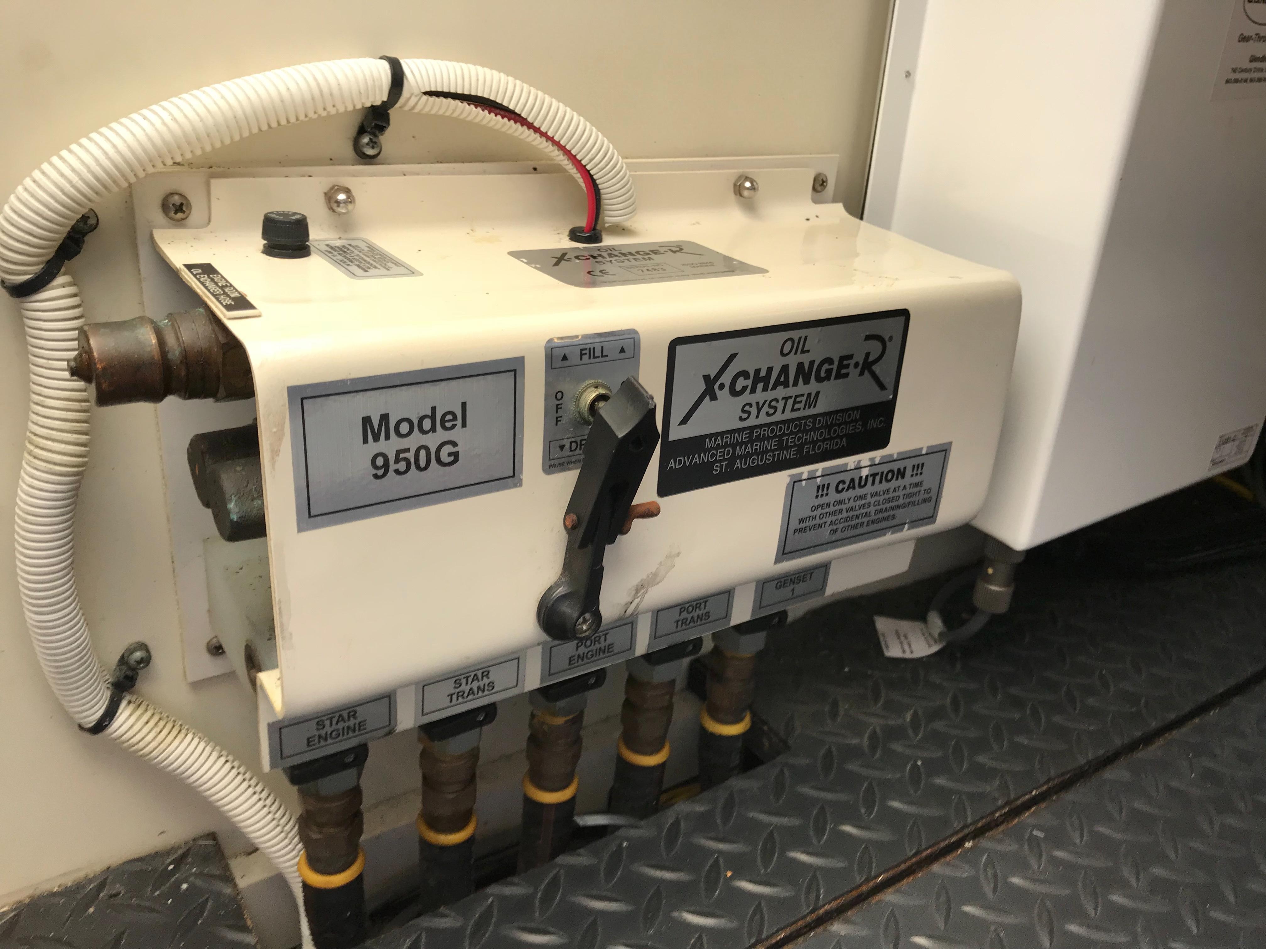 Silverton 48 Convertible - Oil Changer System