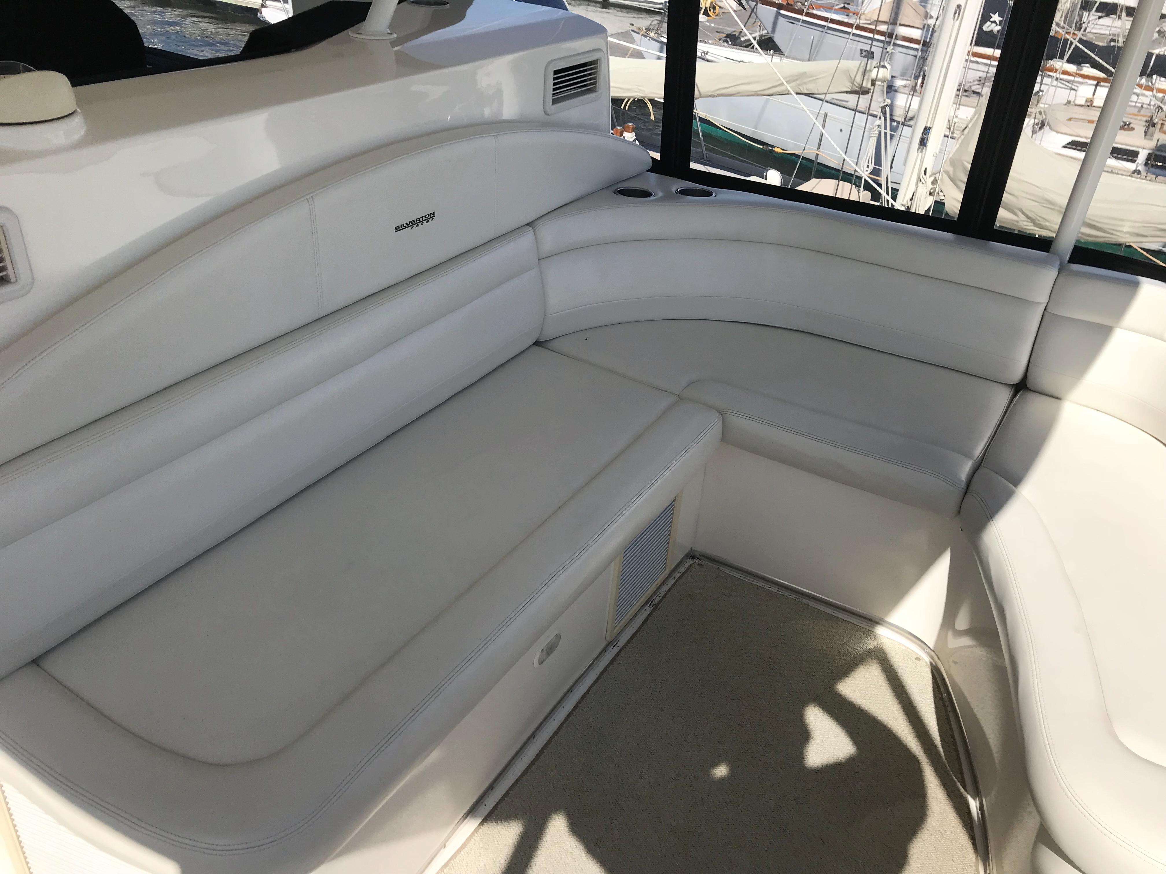 Silverton 48 Convertible - Flybridge Seating
