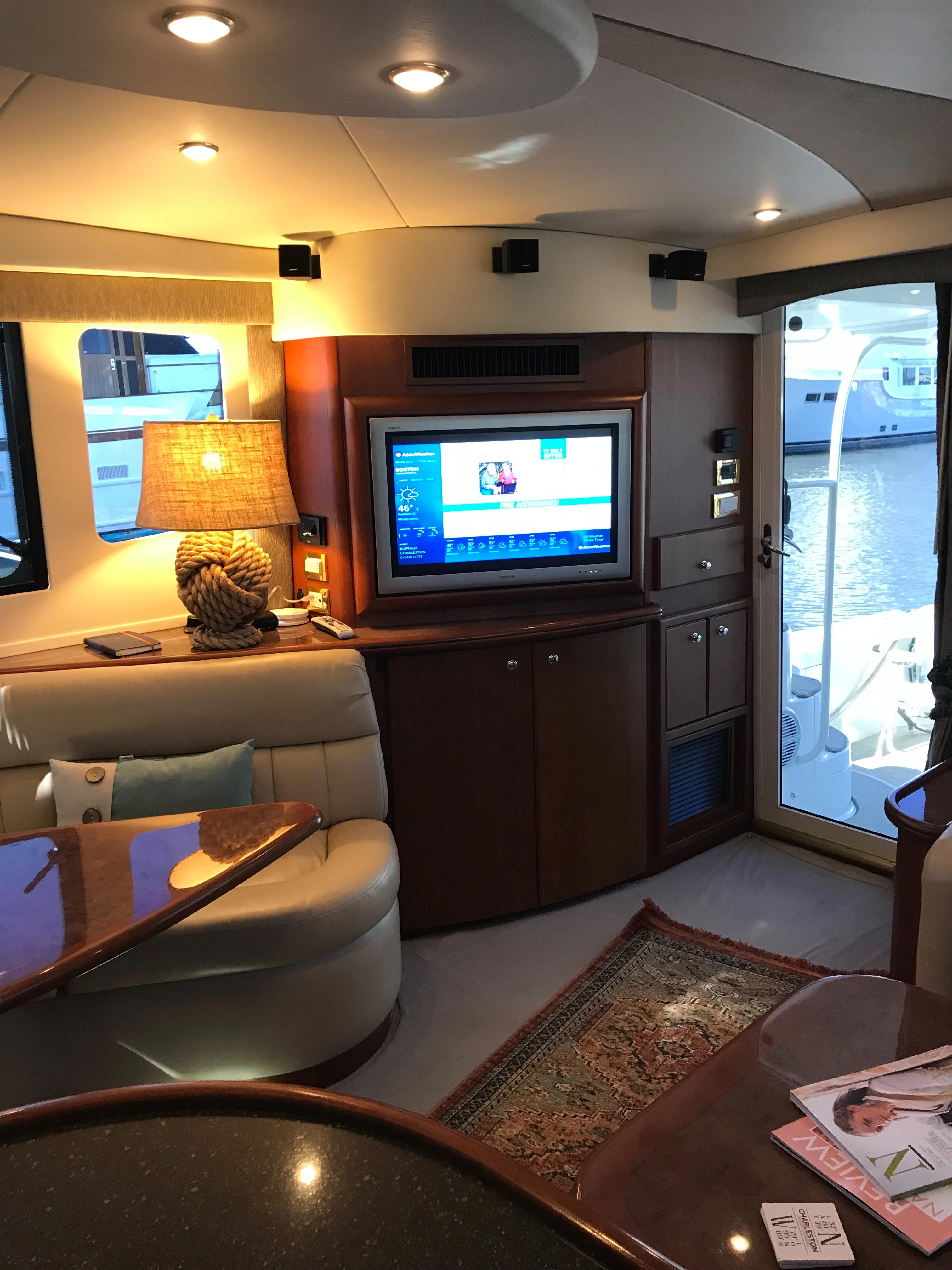 Silverton 48 Convertible - Salon to Starboard side
