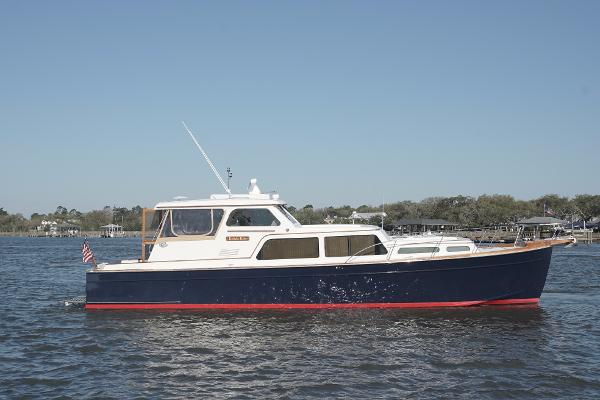 2003 44' Huckins 44 Atlantic