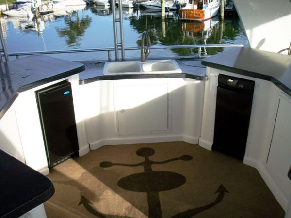 Flybridge Entertainment Area