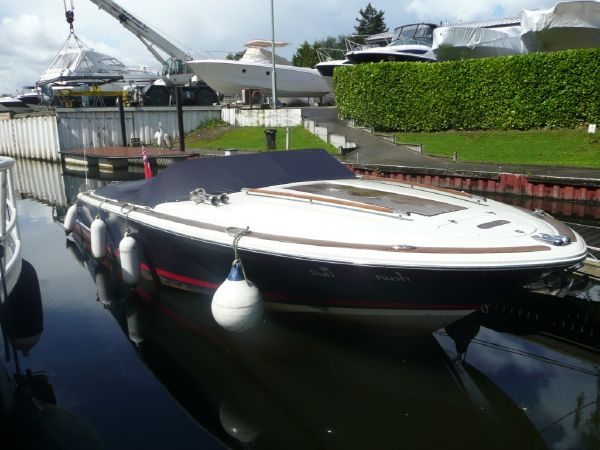 Chris craft boats for sale bates wharf for Chris craft corsair 32 for sale