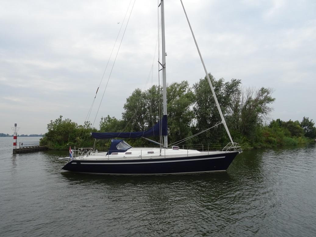 Sailboat Eluan 44