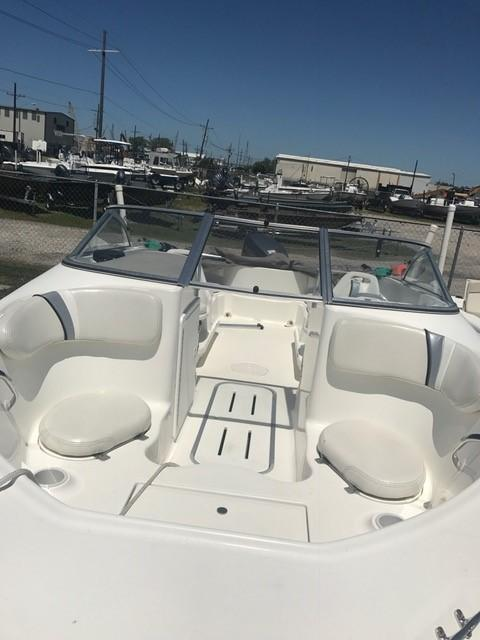 Used  2002 18' Wellcraft 180 Sportsman Bow Rider in Slidell, Louisiana
