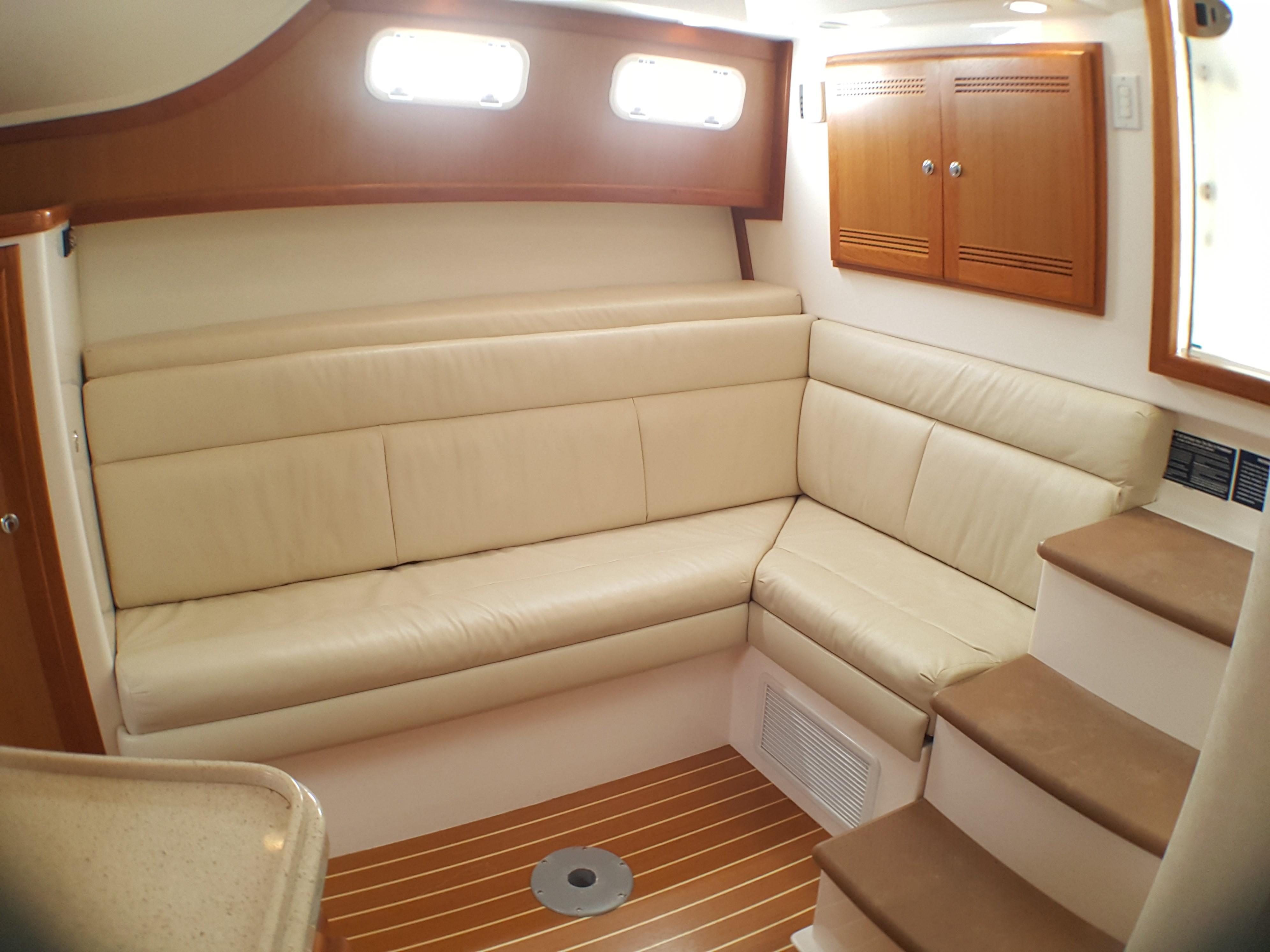 Cabo Yachts35 Express