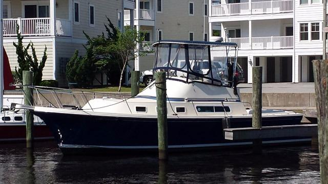 1998 Albin Yachts 32 Command Bridge