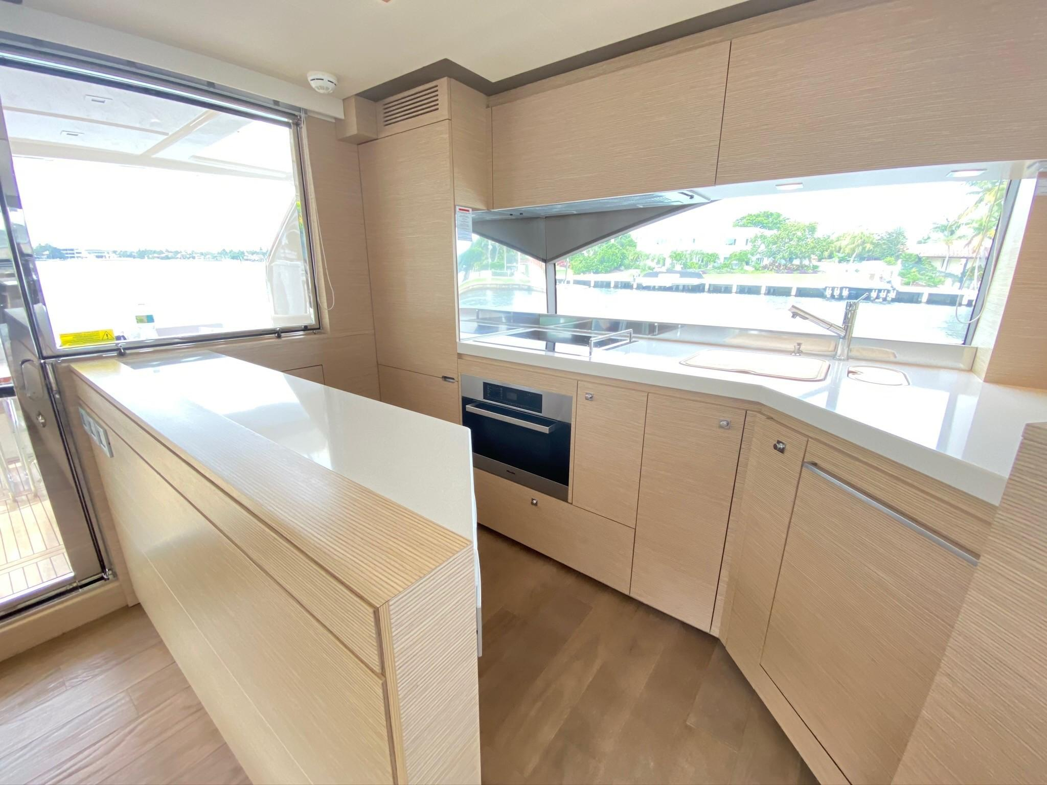 2013 Ferretti 690 Rally Round The Family - Galley