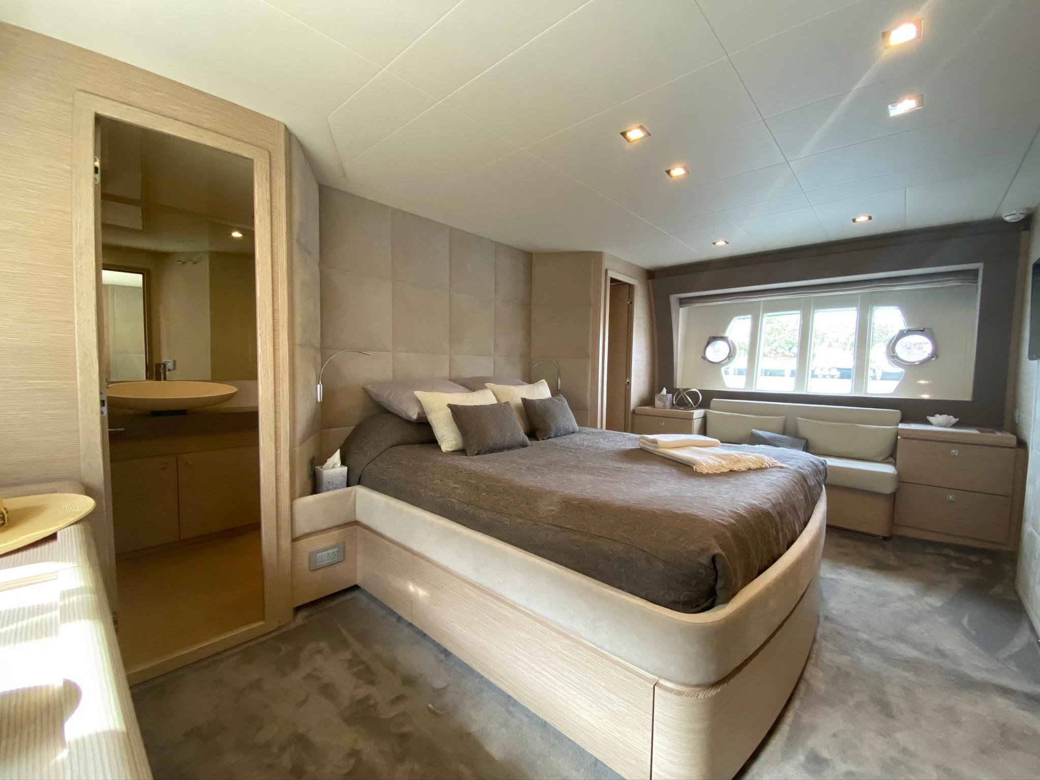 2013 Ferretti 690 Rally Round The Family - Master Stateroom