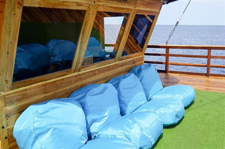 Fwd Upper Deck Lounge