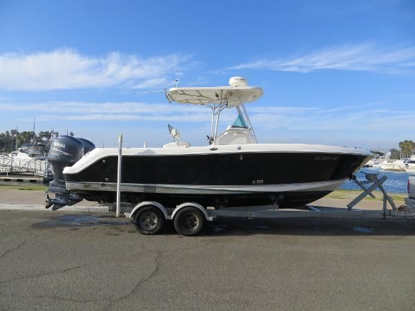 Robalo R240 Center Console with trailer